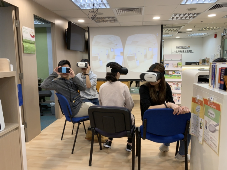 Students learn with the use of VR application